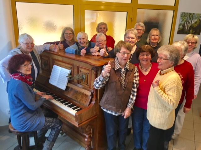 Wuppertaler Leos spenden neues Klavier an Senioren Aktiv